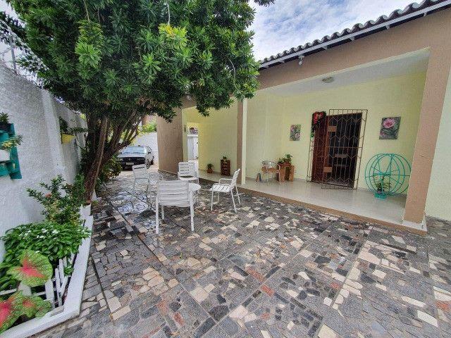 Excelente casa plana, solta, com amplo terreno e piscina, reformada, no Vila União - Foto 3