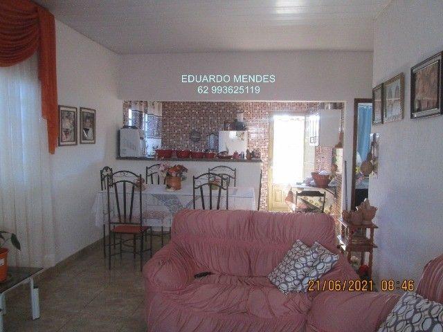 Casa 2/4, mas 2 barracões, lote de esquina 307 m², vila Operaria Anápolis