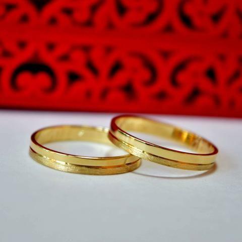 28a8abb465bc1 Fabricamos diversos modelos de alianças em ouro 18k