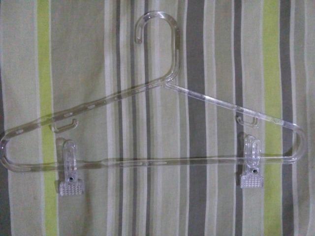 Cabides acrílico com presilhas - Foto 2