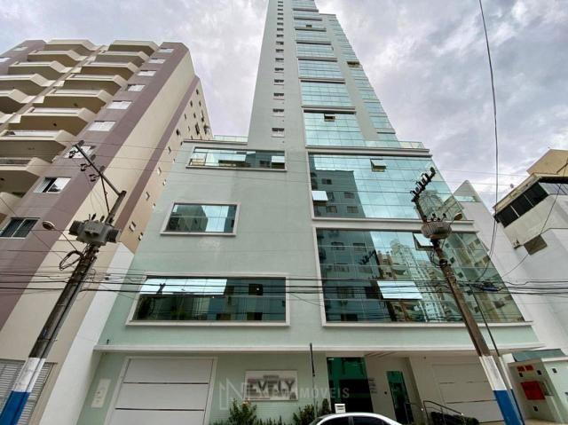 Apartamento andar alto com 3 Suítes 2 Vagas no Centro em Balneário Camboriú