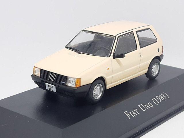 Miniatura Fiat Uno 1983 escala 1:43