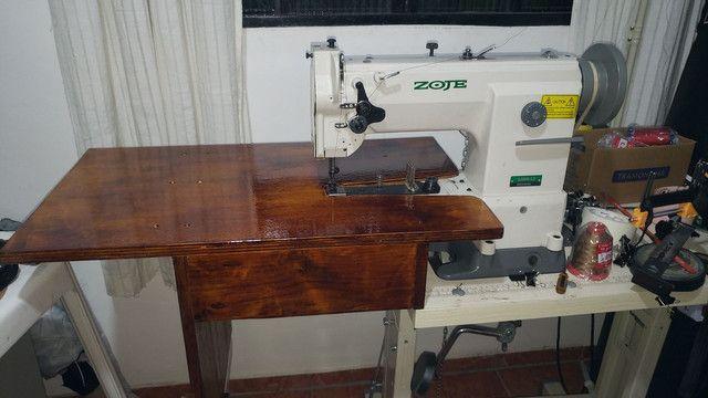 Máquina de costura de braço