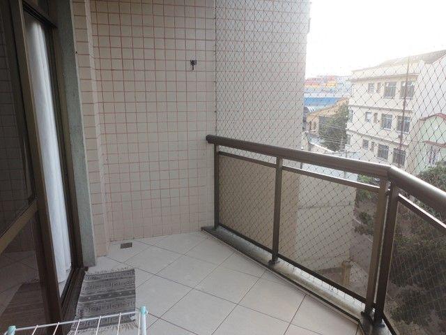 Ótimo apartamento de frente, mobiliado e com vaga de garagem, localizado no bairro de Fáti - Foto 16