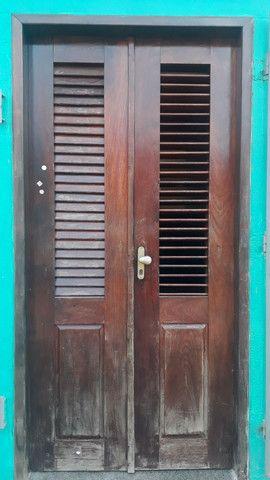Vende-se uma porta de Pau d'Arco com caixa