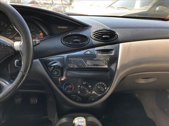 Ford Focus 2.0 Ghia Sedan 16v - Foto 9