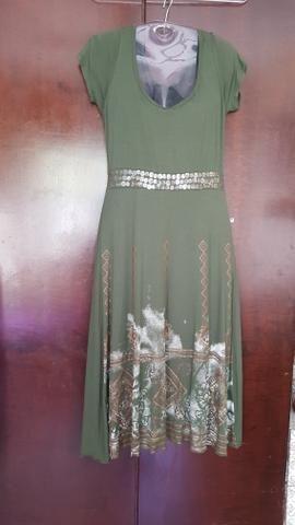 Vestido verde oliva comprido