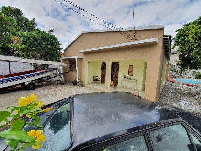 Excelente casa plana, solta, com amplo terreno e piscina, reformada, no Vila União - Foto 20