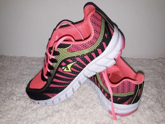 9 8 6 0 0 - 1 0 2 1 * Tênis Adidas novo na caixa cor cinza