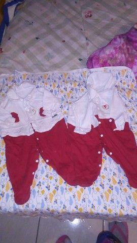 Roupas de bebê recém nascido até 7 meses de vários tamanhos e carrinho de bebê  - Foto 4