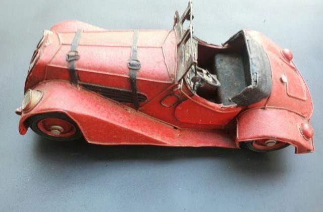 Miniatura de carro antigo