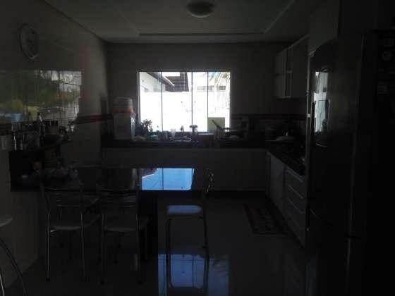 Excelente casa com ótimo acabamento em condomínio fechado com excelente área de lazer - Foto 19