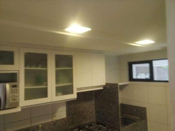 Vendo excelente apartamento todo reformado e mobiliado com garagem coberta 2/4 no planalto - Foto 5