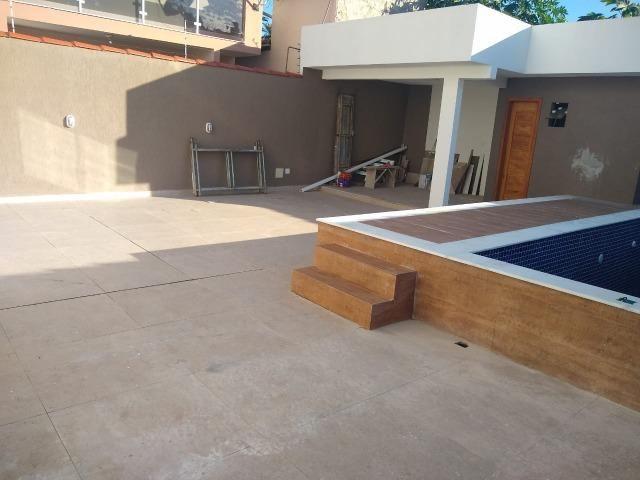Linda casa com piscina e duas vagas de garagem - Foto 20
