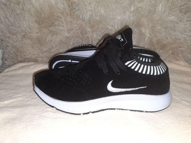 Tênis Nike novo na caixa cor preto - Foto 2