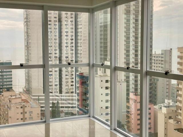 Apartamento andar alto com 3 Suítes 2 Vagas no Centro em Balneário Camboriú - Foto 13