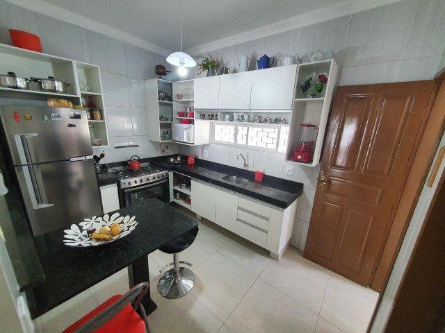 Excelente casa plana, solta, com amplo terreno e piscina, reformada, no Vila União - Foto 9
