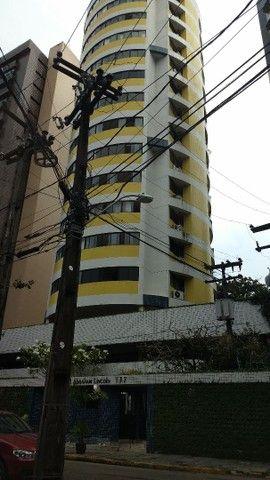 Apartamento com 2 quartos , mais dependencia ,por 2.600 Reais.