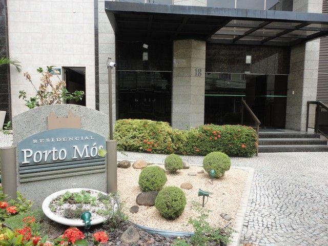 Ótimo apartamento de frente, mobiliado e com vaga de garagem, localizado no bairro de Fáti