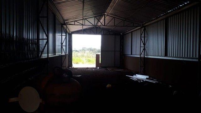 Aluga-se barracão com casa nos fundos - Foto 3