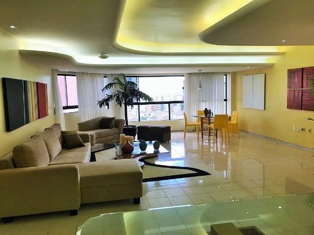 Excelente apartamento no bairro de Capim Macio com 217 m2 São 4 suítes!