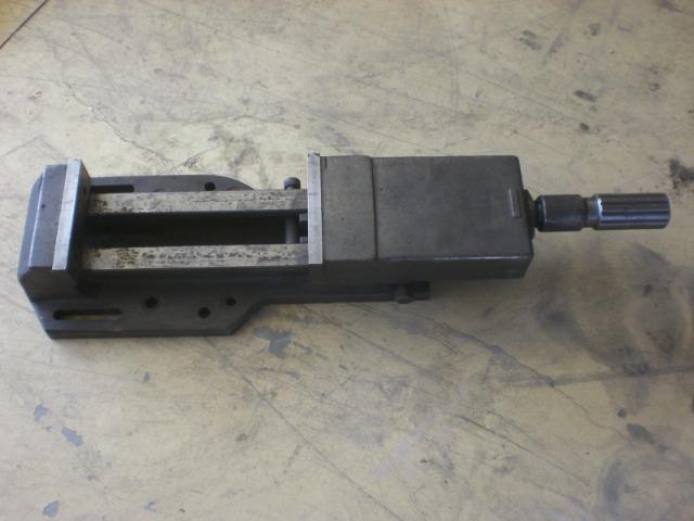 Morsa hidráulica com abertura de 300 mm