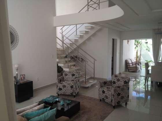 Excelente casa com ótimo acabamento em condomínio fechado com excelente área de lazer - Foto 2