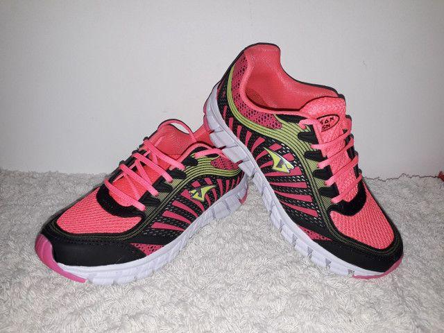 9 8 6 0 0 - 1 0 2 1 * Tênis Adidas novo na caixa cor cinza - Foto 2