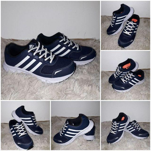 9 8 6 0 0 - 1 0 2 1 * Tênis Adidas novo na caixa cor azul - Foto 2