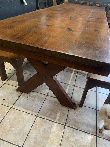 Vende mesa de madeira rústica