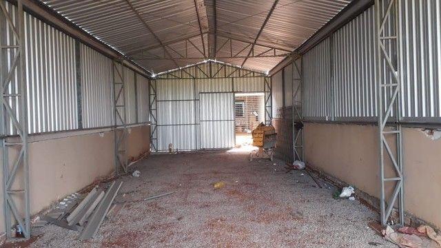 Aluga-se barracão com casa nos fundos - Foto 2