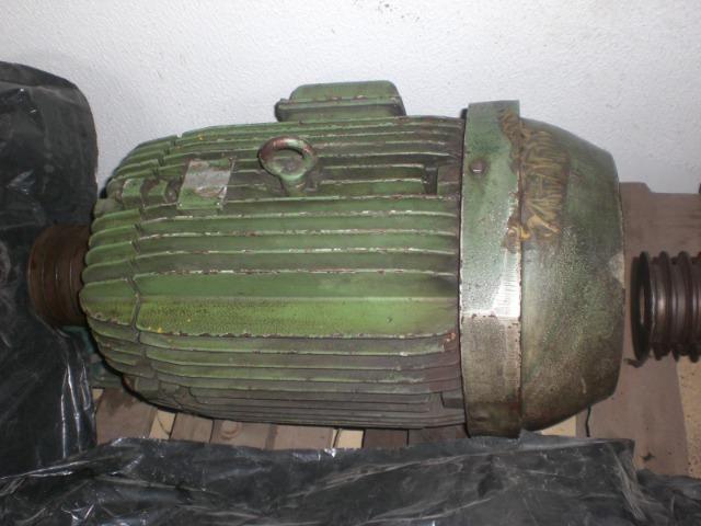 Motor elétrico WEG de 15 CV 880 RPM - 380v 660v
