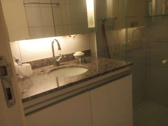 Vendo excelente apartamento todo reformado e mobiliado com garagem coberta 2/4 no planalto - Foto 10