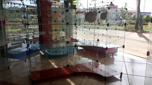 Balcão de vidro em L