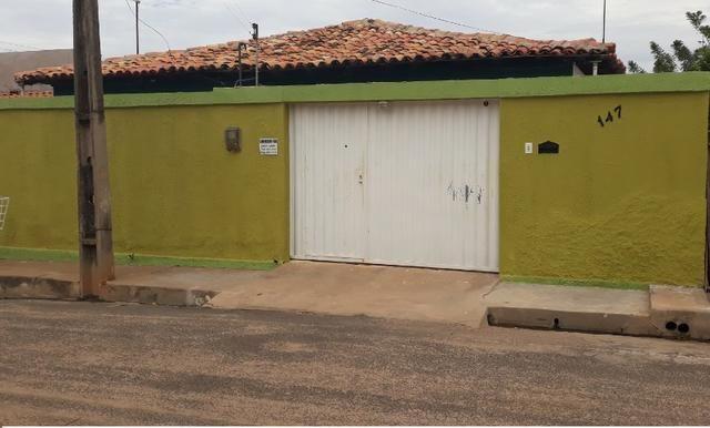 Casa ampla a venda com ótima localização, no centro de Demerval Lobão (Prox. ao hospital)