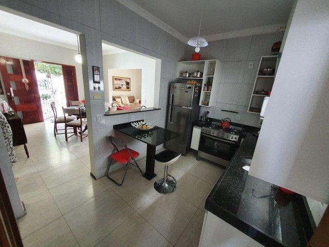 Excelente casa plana, solta, com amplo terreno e piscina, reformada, no Vila União - Foto 10