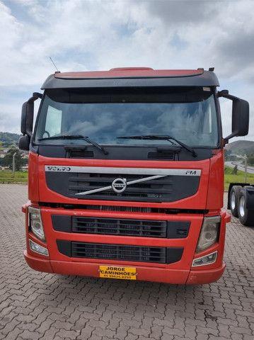 Volvo FM 370 ano 2011 6x2 - Foto 2