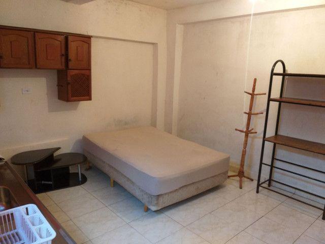 Casa-Kitnete na cic ,Para 1 Pessoa!! Mobiliada! incluso água e luz! R$ 420,00 - Foto 2