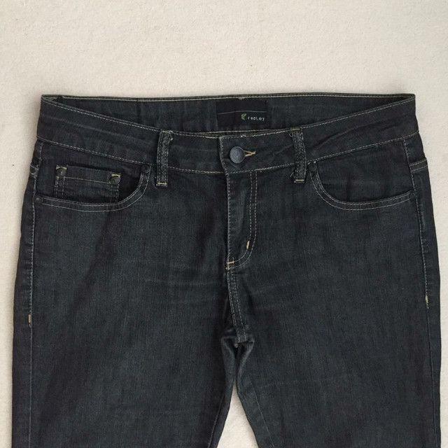 Calça jeans feminina Redley tamanho 42 - Foto 2
