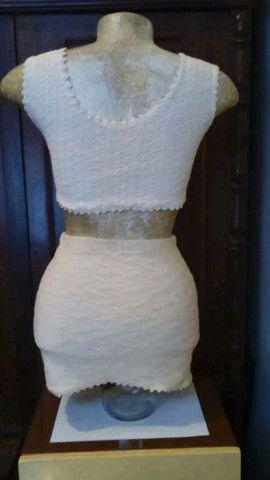 Conjunto de mini-saia e top de tricô de fio de algodão cru (artesanal). - Foto 2