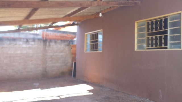 Vendo casa grande com 3 barracões no setor Serra Dourada 3 - Foto 2