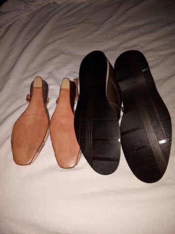 Sapato masculino e um feminino