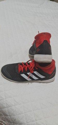 Chuteira Adidas futsal tam 38 - Foto 4