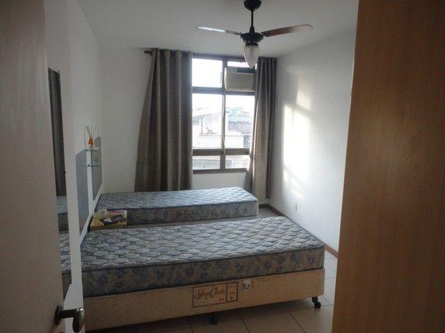Ótimo apartamento de frente, mobiliado e com vaga de garagem, localizado no bairro de Fáti - Foto 10