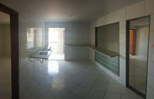 Apartamento de 02 Quartos prox. Shopping Moxuara