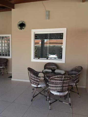 Casa 2/4 sendo um com suite, com móveis planejados, próxima à Fraga Maia!