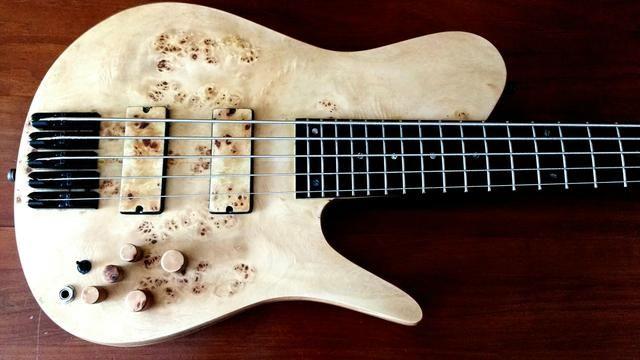 Baixo Lhuiz Guitars - Foto 2