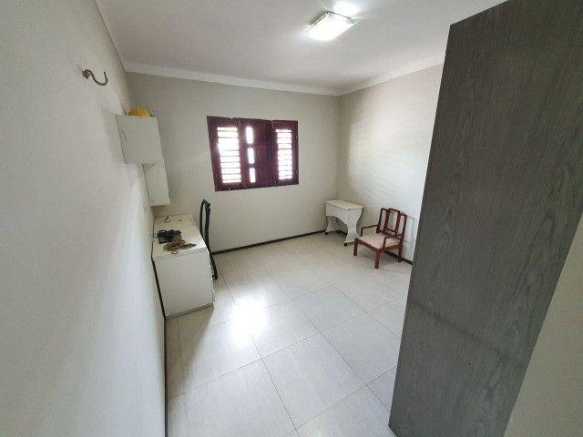 Excelente casa plana, solta, com amplo terreno e piscina, reformada, no Vila União - Foto 17