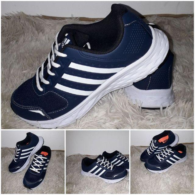 9 8 6 0 0 - 1 0 2 1 * Tênis Adidas novo na caixa cor azul - Foto 3