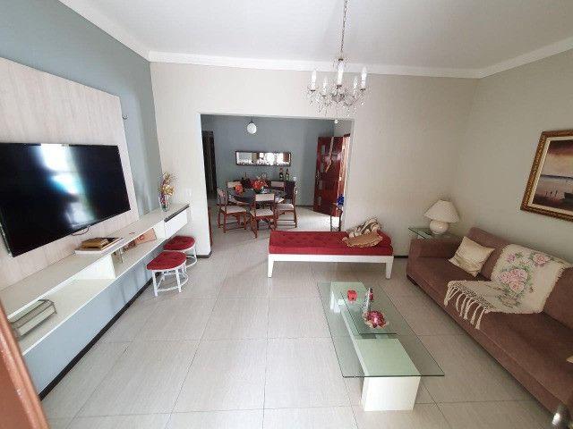 Excelente casa plana, solta, com amplo terreno e piscina, reformada, no Vila União - Foto 6